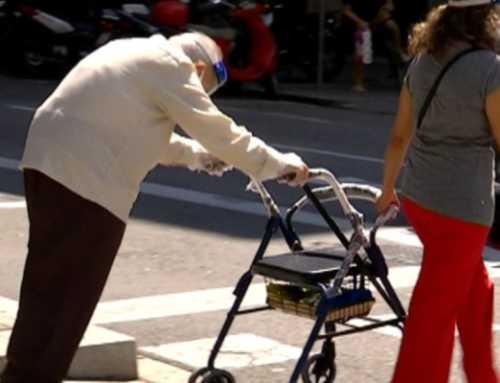 La Generalitat ofereix un ajut a la gent gran per contractar treballadores de la llar