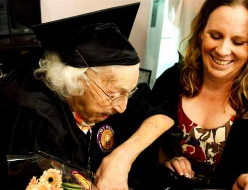 La anciana que logró el título de bachillerato a los 105 años