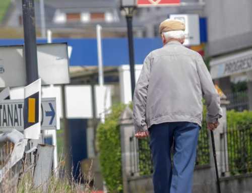 La gent gran es planta en intuir que seran els últims a poder sortir al carrer