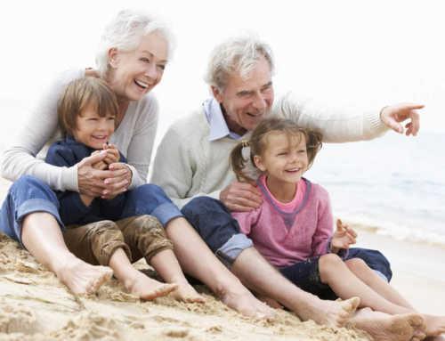 Cuidar dels néts ajuda a previndre la demència, segons un estudi cinetífic