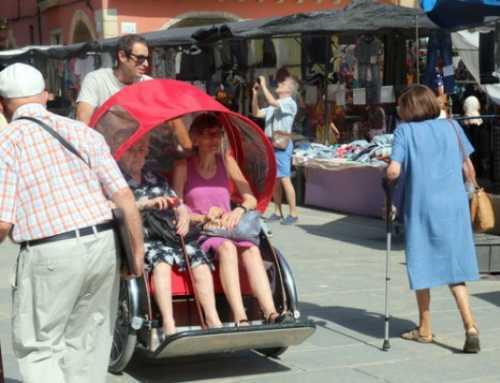 Una iniciativa en Vic permite a la gente mayor sentir la sesación de ir en bici