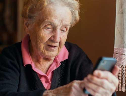 Teléfonos gratuitos para combatir la soledad de los mayores