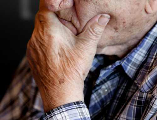 Sindicatos, colegios profesionales y entidades sociales hacen frente común por el derecho a la atención de las personas mayores