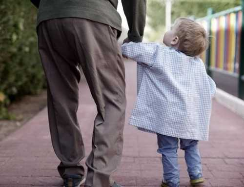 Residencias de ancianos con guardería: los beneficios de convivir con abuelos