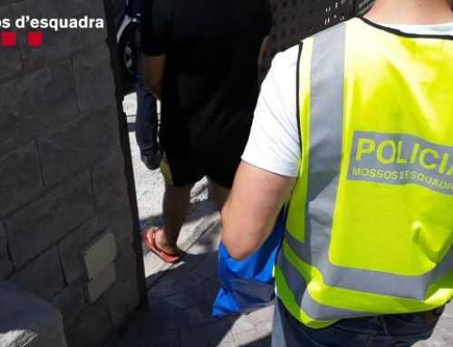 Detenen a cinc homes que estafaven a gent gran com a falsos operaris de serveis a Barcelona