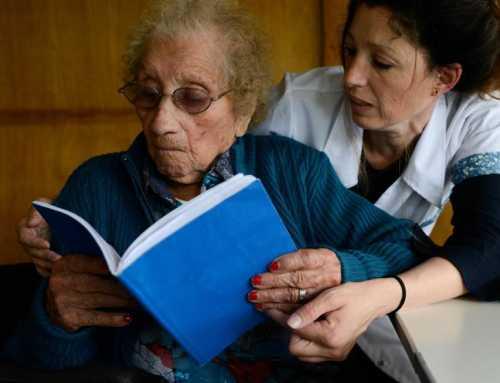 Ermelinda, l'anciana de 105 anys que està estudiant primària