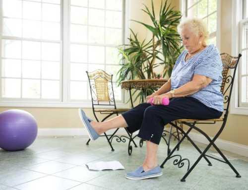 Com fer exercici i cremar greixos des d'una cadira
