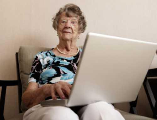 Gairebé la meitat de les persones majors empra les xarxes socials per a pal·liar la solitud i l'aïllament