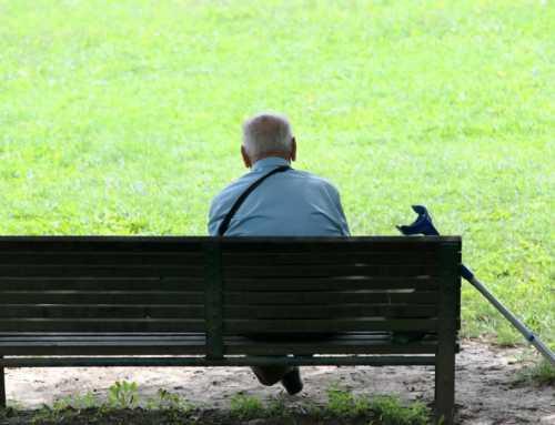 La gent gran es sent més sola ara a l'estiu que per Nadal